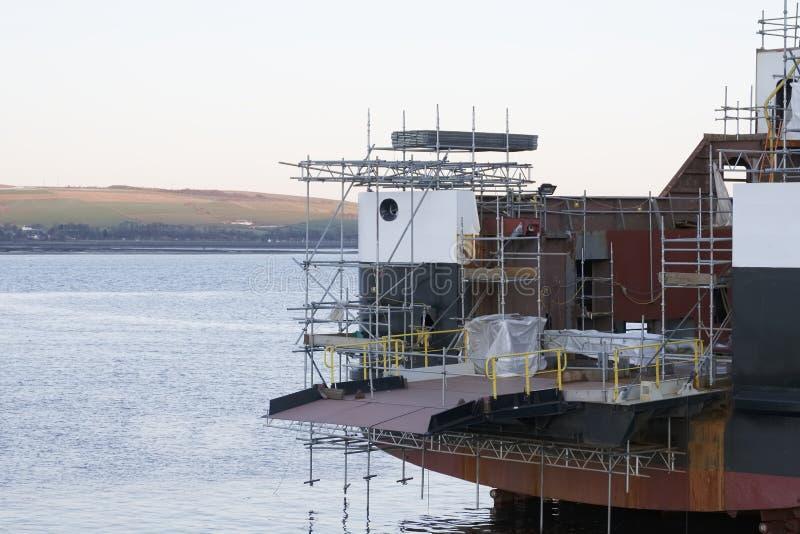 Skeppbyggnad och kran i den portGlasgow Shipbuilding Scaffold Dock Harbor hamnen arkivbild