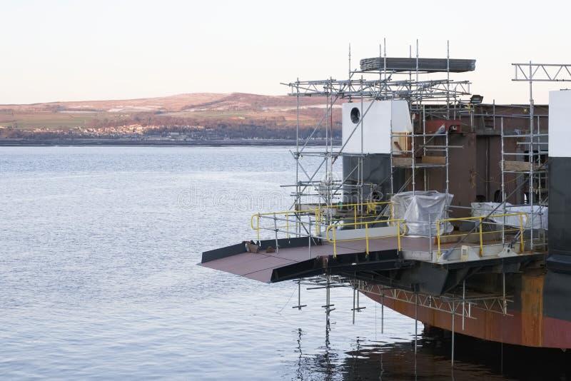 Skeppbyggnad och kran i den portGlasgow Shipbuilding Scaffold Dock Harbor hamnen arkivfoto