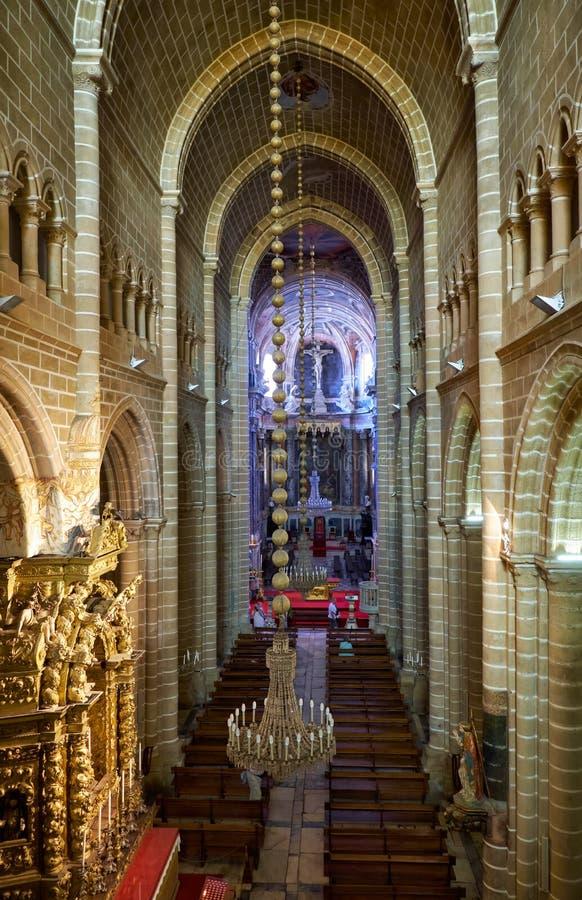 Skeppet av domkyrkan av Evora Se de Evora Evora Portuga royaltyfri bild