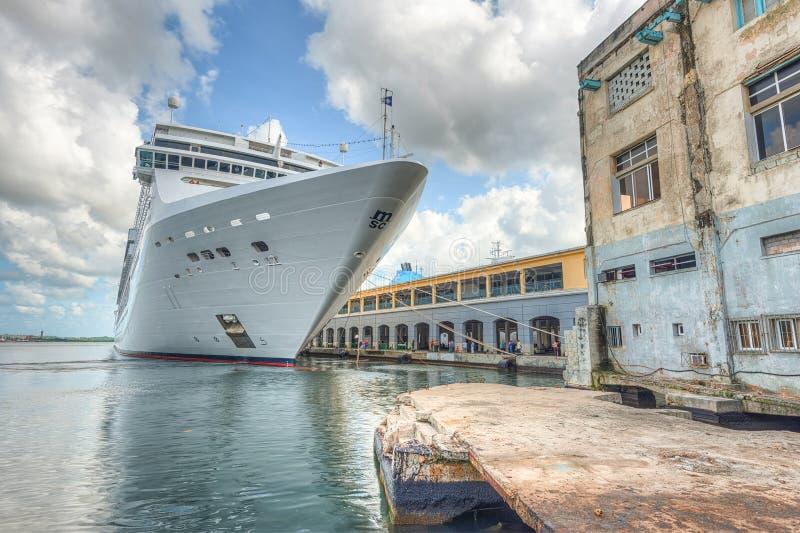 Skeppet för MSC-operakryssning anslöt på porten av havannacigarren royaltyfri fotografi