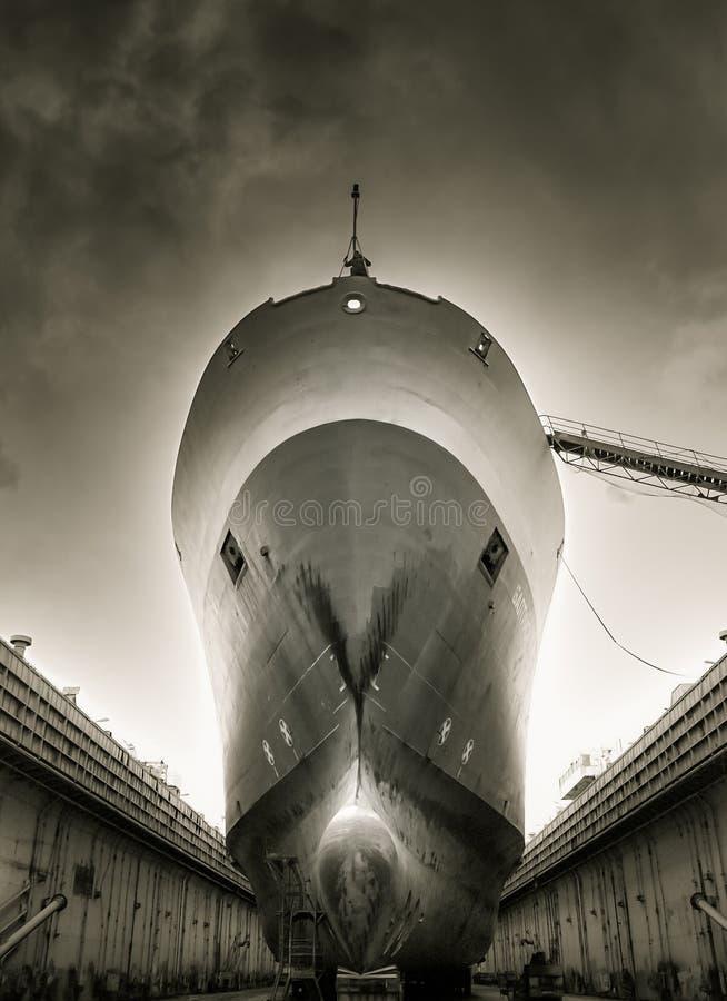 Skeppet i skeppsdockan arkivbilder