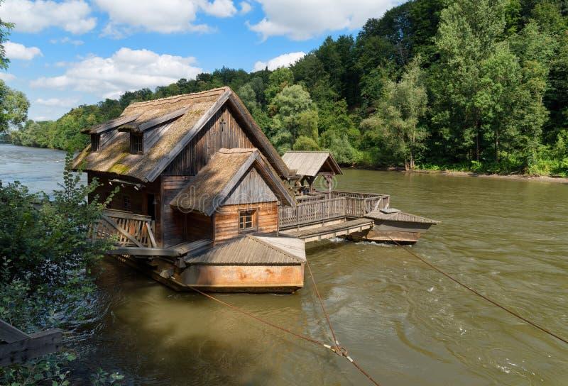 Skeppet maler på flodMuren, Mureck, SÃ-¼ D-Steiermark, Steiermark, Styria, Österrike arkivbilder