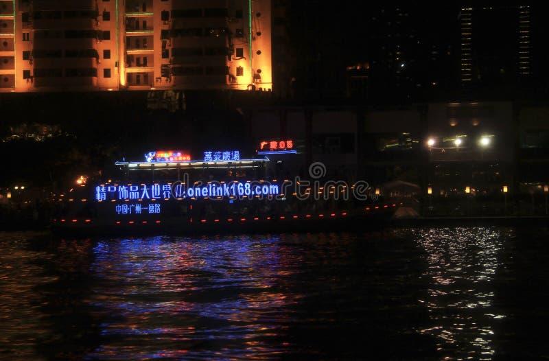 Skeppflyttning vid Pearl River i natten arkivbild
