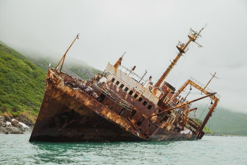 Skeppsbrott i Kamchatka arkivfoton
