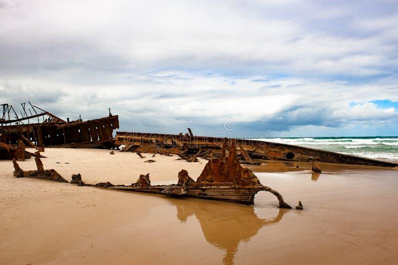 Skeppsbrott Maheno Fraser Island, Australien, skeppsbrott och dramatisk himmel arkivfoto