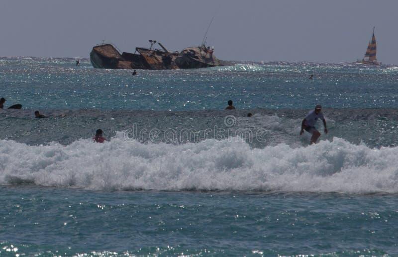 Skeppsbrott på den Waikiki stranden Oahu Hawaii arkivbild