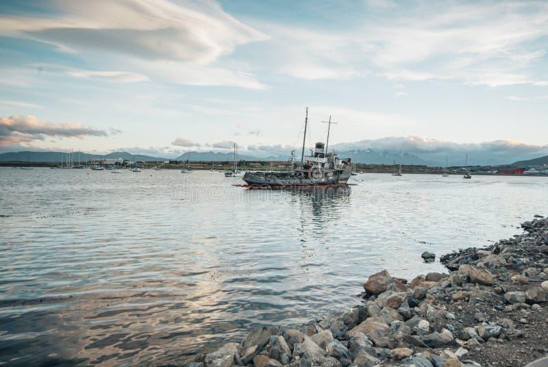 SkeppsbrottUshuaia hamn arkivbild