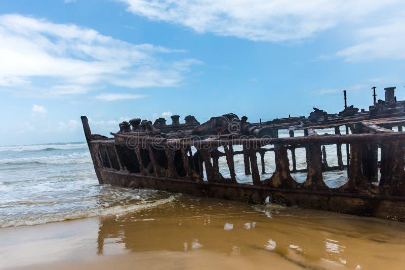 Skeppsbruten eyeliner S S Maheno på kusten av Fraser Island i Queensland, Australien royaltyfri fotografi