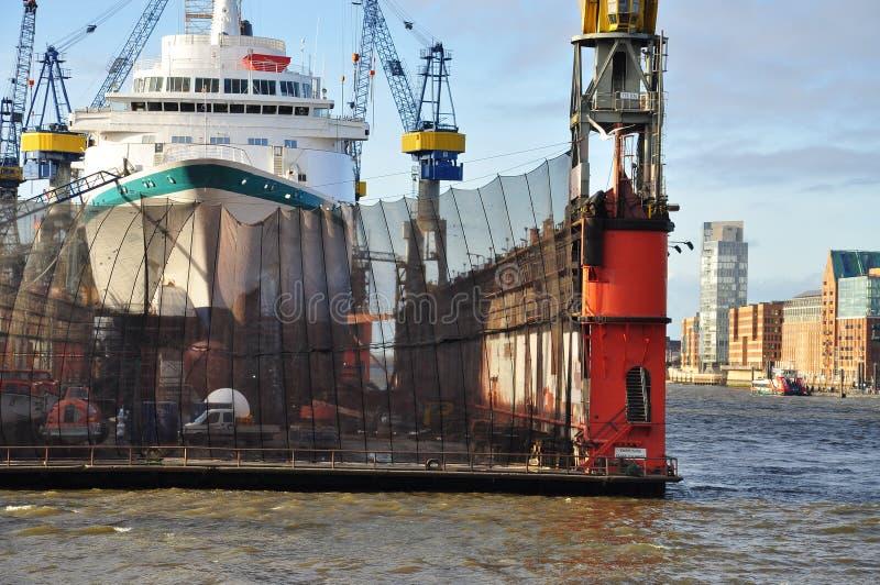 Skeppsdocka för skeppbyggnad Skeppsvarv i Hamburg, Tyskland arkivbild