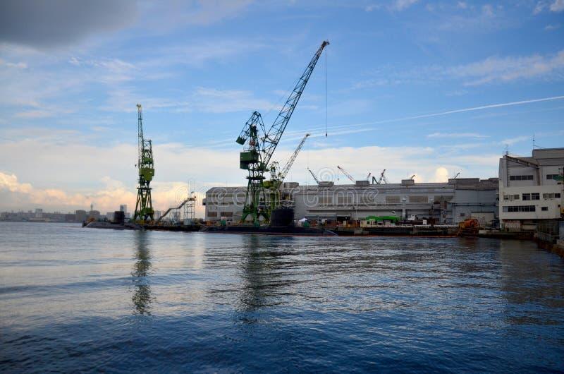 Skeppsdockan av ubåten och skeppsbyggeri på Kobe skäller arkivbilder