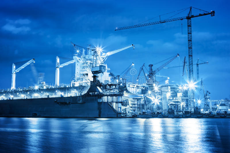 Skeppsvarv på arbete, skeppreparation, frakt industriellt arkivbild