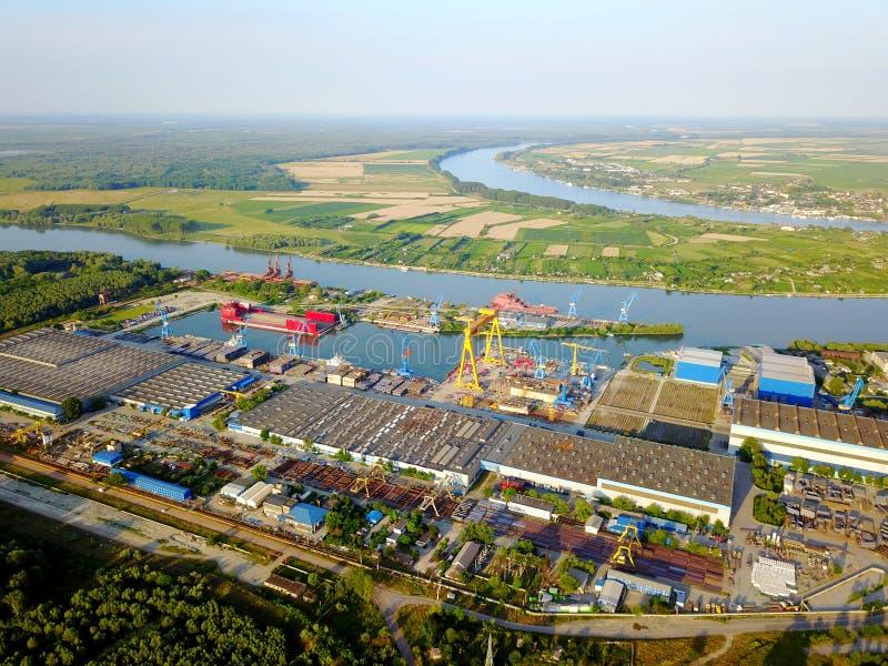 Skeppsvarv på Danubet River royaltyfria foton