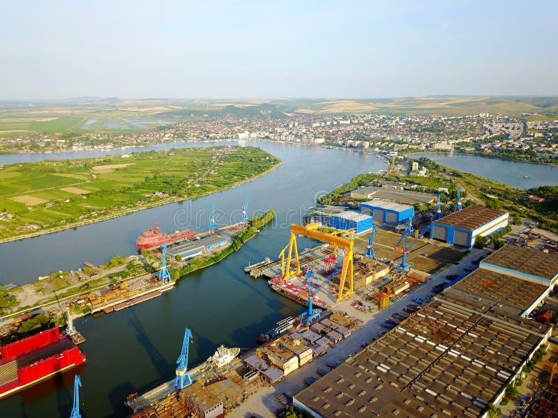 Skeppsvarv på Danubet River fotografering för bildbyråer