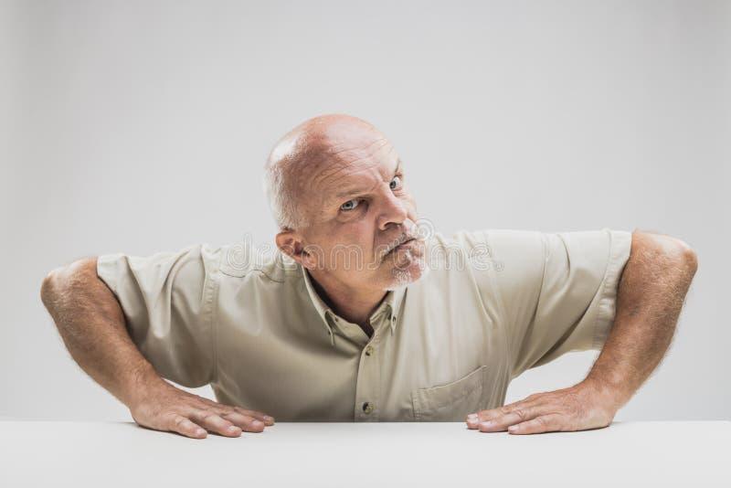 Skeptical disbelieving starszy mężczyzna rażący zdjęcia royalty free
