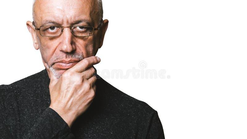 skeptical manpensionär royaltyfria foton