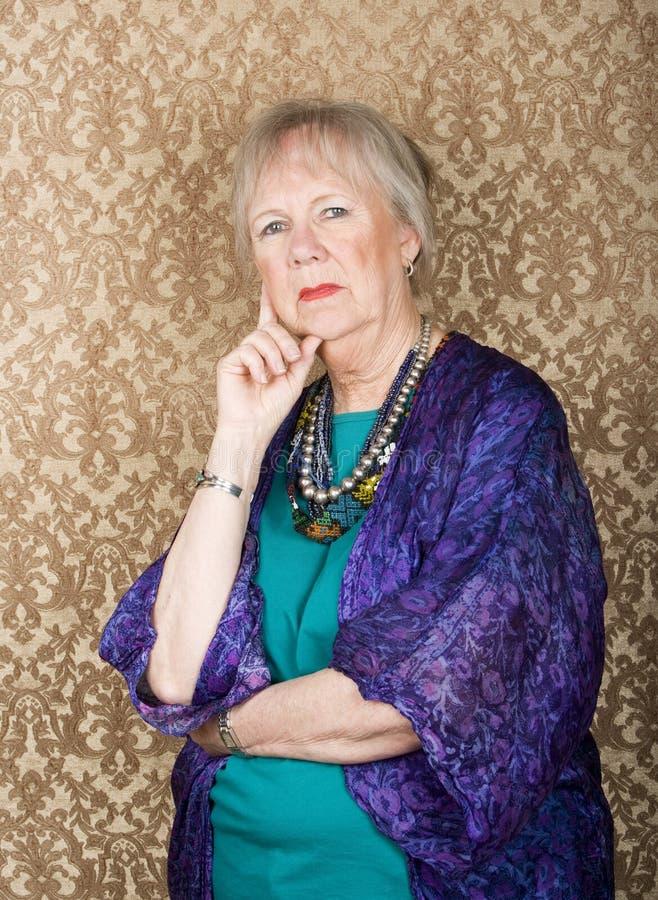 Download Skeptische ältere Frau stockfoto. Bild von stare, frau - 9081678