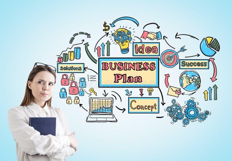 Skeptische Geschäftsfrau mit Buchplanung lizenzfreie abbildung
