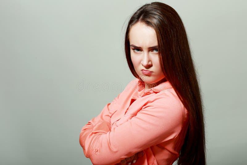 Skeptische junge Frau lizenzfreies stockbild