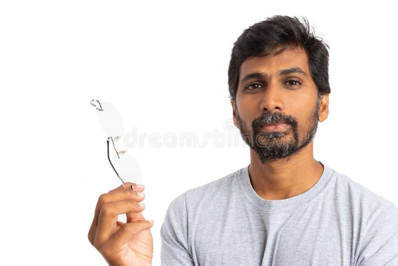 Skeptisches indisches Gestikulieren mit Brillen oder Schauspielen stockfoto