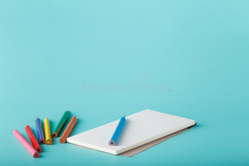 Sketchbook con la penna di colore fotografie stock
