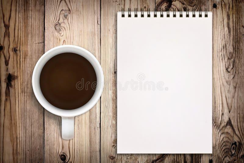 Sketchbook e caffè immagini stock