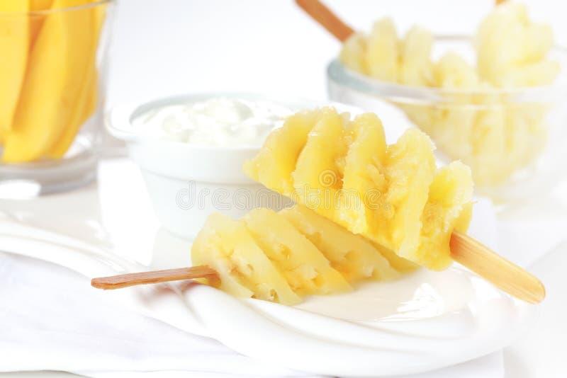 Skewer do abacaxi com queijo de coalhada imagens de stock royalty free