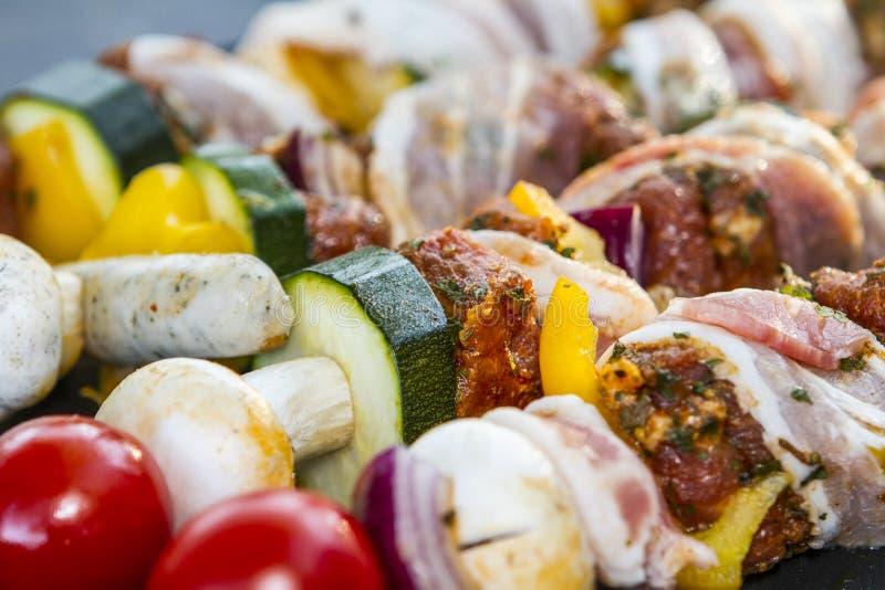 SKEWER warzywo I mi?so UW?DZONY grilla jedzenie Ogrodowy przyj?cie obraz stock