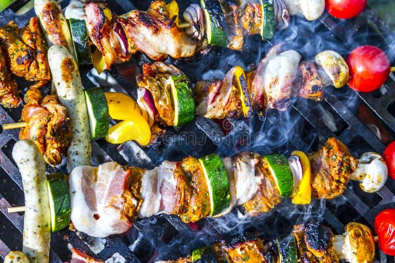 SKEWER warzywo I mi?so UW?DZONY grilla jedzenie Ogrodowy przyj?cie zdjęcie stock