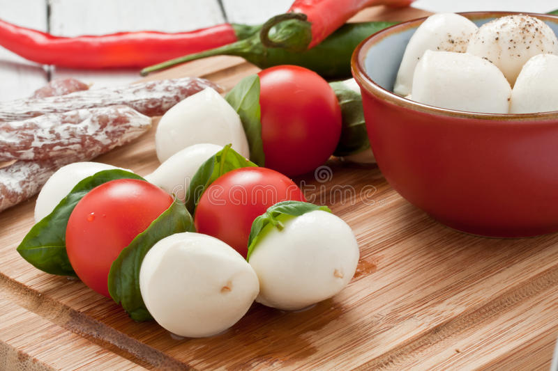 Skewers do Mozzarella fotos de stock royalty free