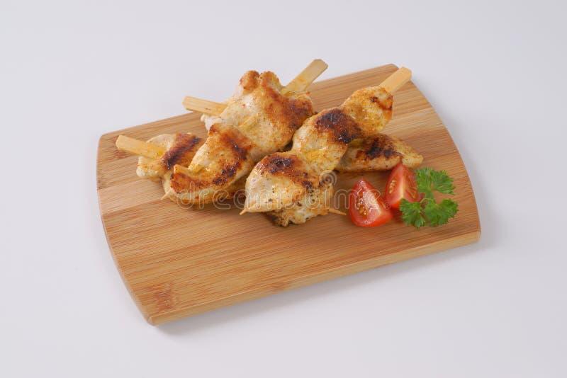 Skewers grelhados da galinha fotografia de stock royalty free