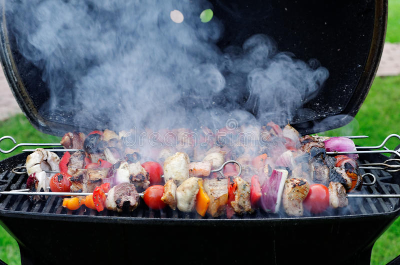 Skewers na grillu obraz royalty free