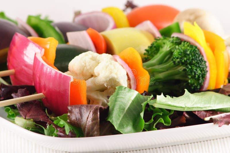 Skewers vegetais orgânicos frescos fotografia de stock