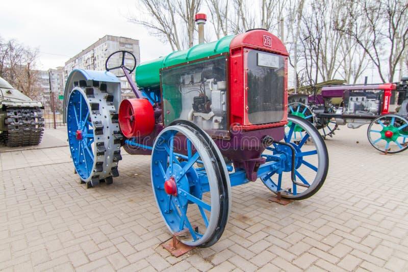 SKHTZ 15/30 is een tractor op wielen een remake van Amerikaanse Internationale MAC-Cormick Deering 15/30 royalty-vrije stock afbeeldingen