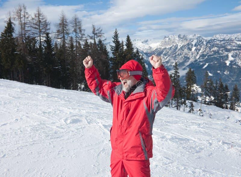 Skiër en bergen royalty-vrije stock afbeeldingen