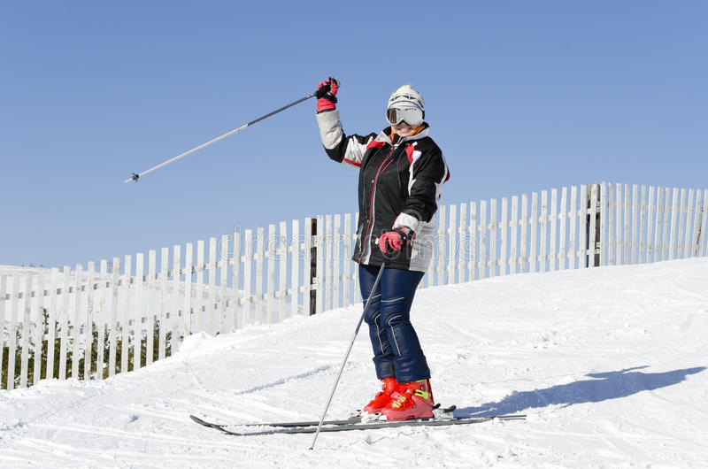 Skiër op de bergbovenkant stock foto's