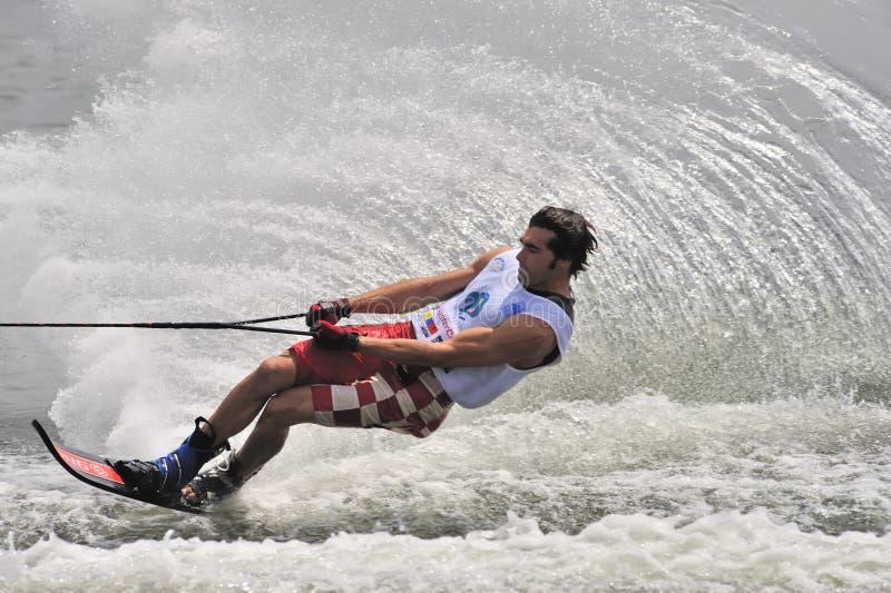Ski d'eau dans l'action : Slalom d'homme image libre de droits