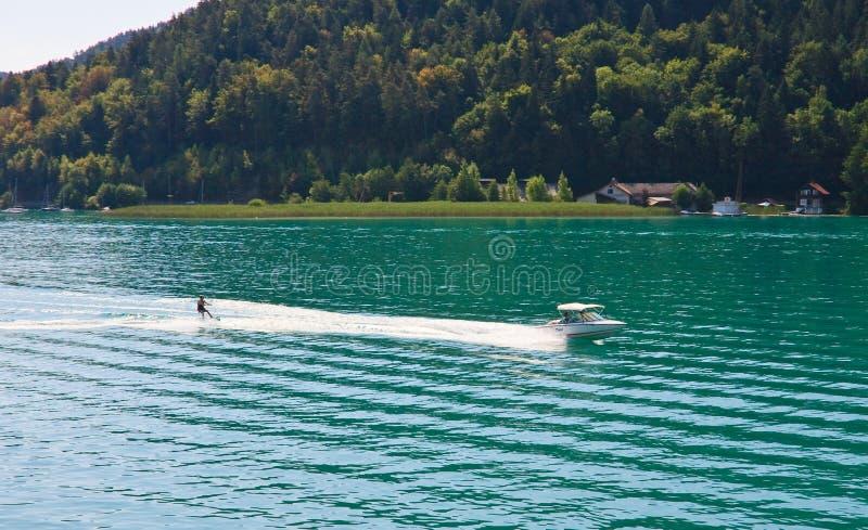 Ski d'eau. Worthersee. Autriche photographie stock