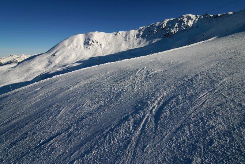 Ski dans les Alpes suisses images stock