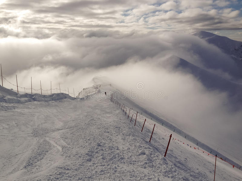 Ski dans les nuages photo libre de droits