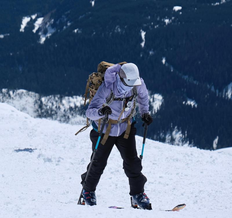 Ski de Backcountry sur le monument volcanique national du Mont Saint Helens image stock