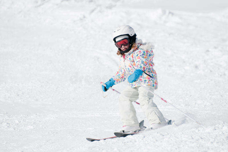 Ski en descendant image libre de droits