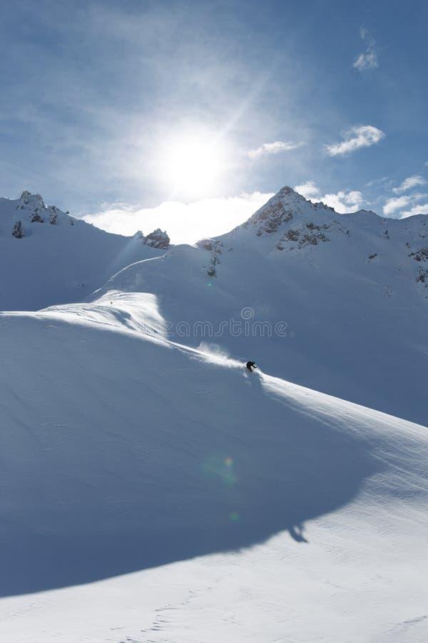 Ski en poudre image stock