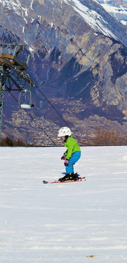 Ski fahren in den Schweizer Alpen in Wintertage lizenzfreie stockfotos