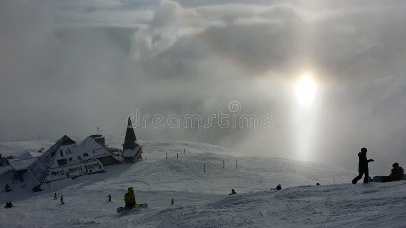 Ski fahren in einem schönen Standort stockbilder