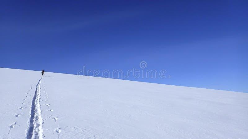 Ski fahren herauf Berg Gordon lizenzfreies stockfoto
