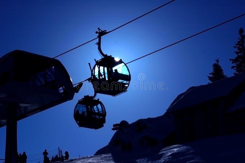 Ski gondollas lizenzfreie stockfotografie