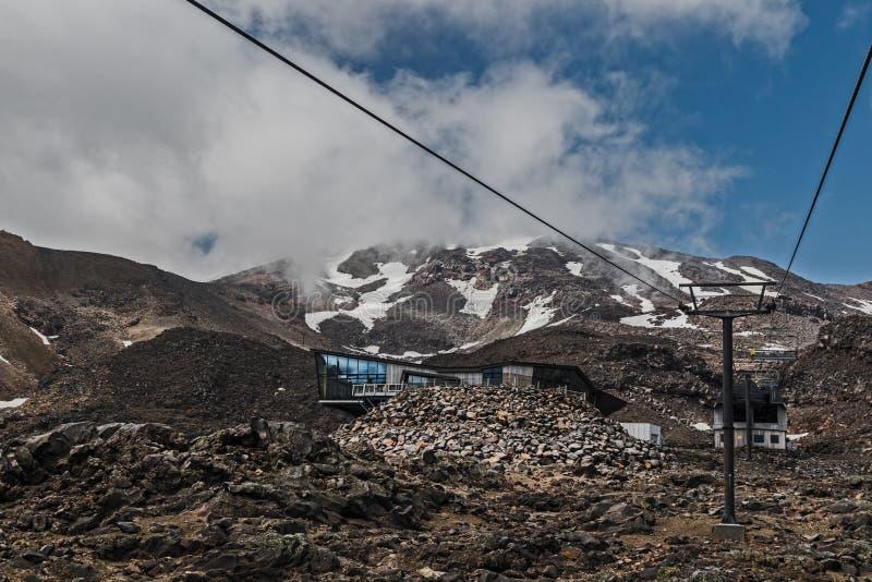 Ski Lift in den Bergen, Ruapehu-Vulkanreise, Neuseeland stockfotografie