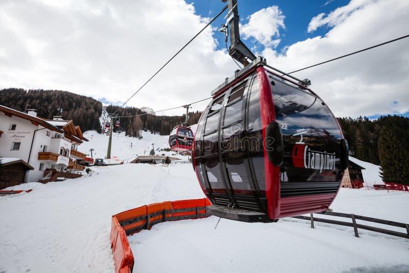 Ski Lift Gondola Skida ferier Ortisei nordliga Italien arkivfoto