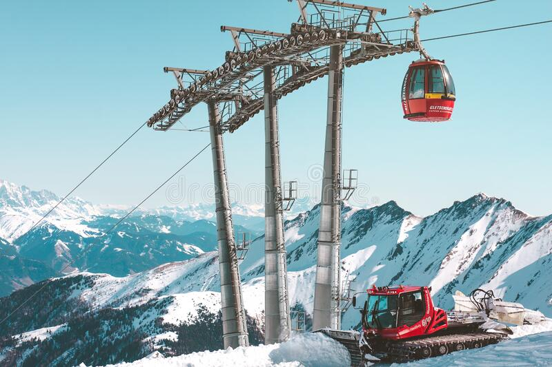 Ski lift at Kitzsteinhorn royalty free stock photography