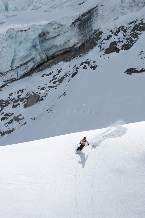 Ski sur glacier dans un paysage fantastique photo stock